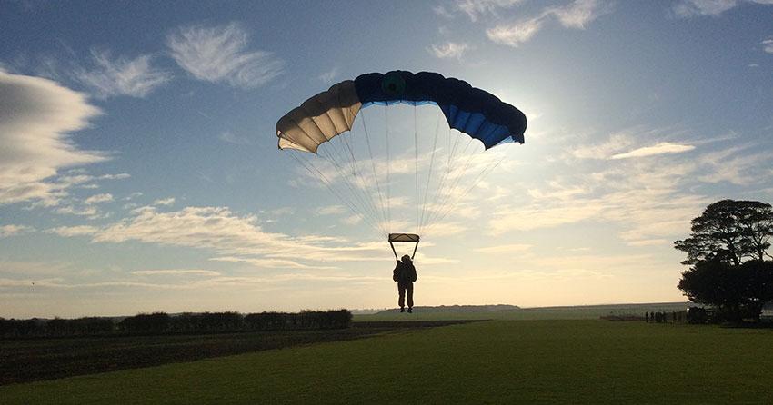 Student landing parachute